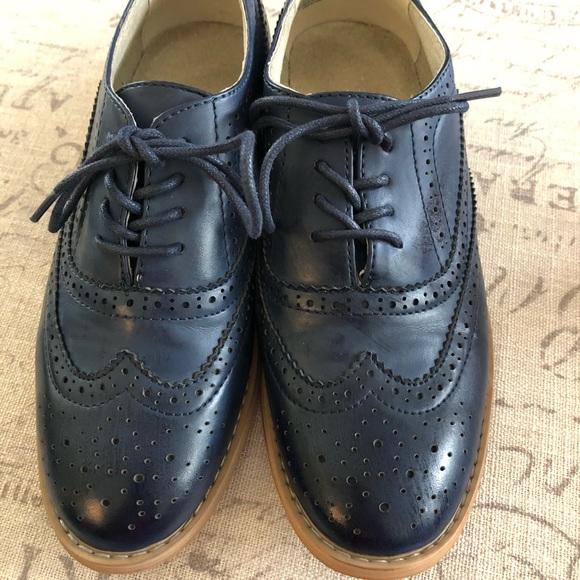 b88e8a54dd325 Navy blue wingtip shoes. Size 7